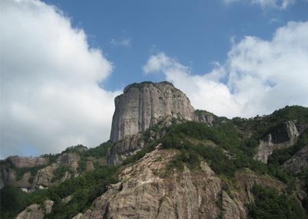 雁荡山风景名胜区位于乐清市东北,总面积450平方公里.