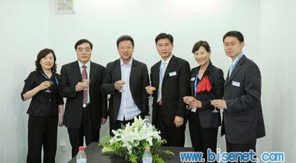 左三:北京今日风景印刷有限公司董事长沈黎阳先生