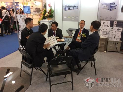 正润锁定台湾礼盒市场 高效纸盒成型机亮相台