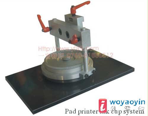 经本公司改装后的移印机,结构合理,刮墨干净,操作简单,价格实在.